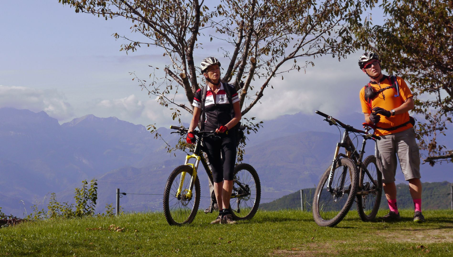 C&A pose.jpg - Italy - Tuscany - Secret Apennine Trails - Italia Mountain Biking