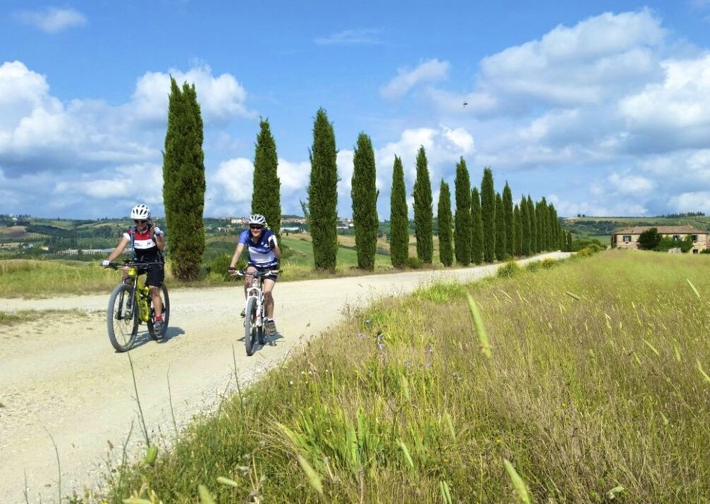 leisure-cycling-holiday-italy-tuscany.jpg - Italy - Tuscany - Sacred Routes - Guided Mountain Bike Holiday - Italia Mountain Biking
