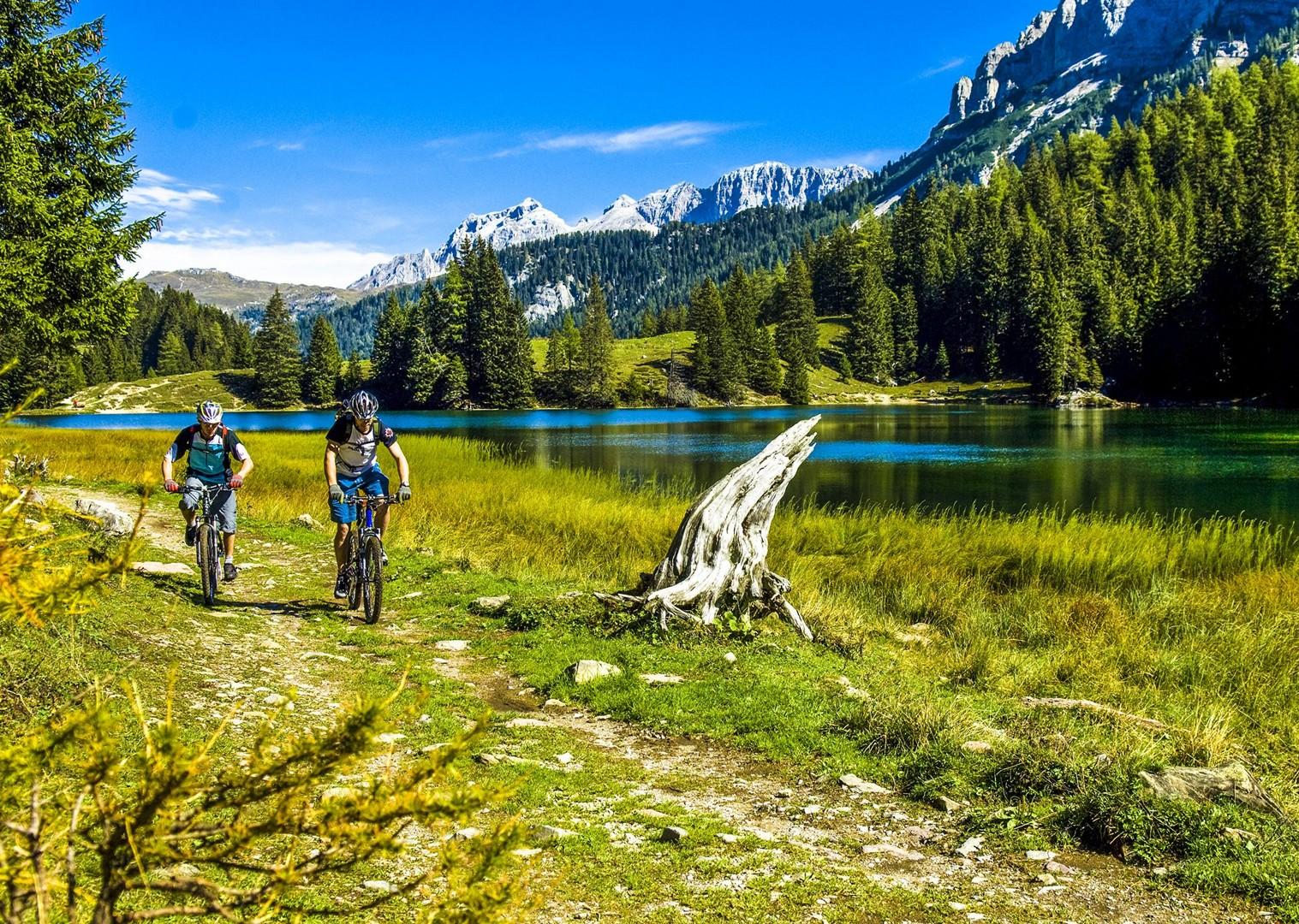 Brenta_Bike_2007_109-2.jpg - Italy - Dolomites of Brenta - Guided Mountain Bike Holiday - Italia Mountain Biking