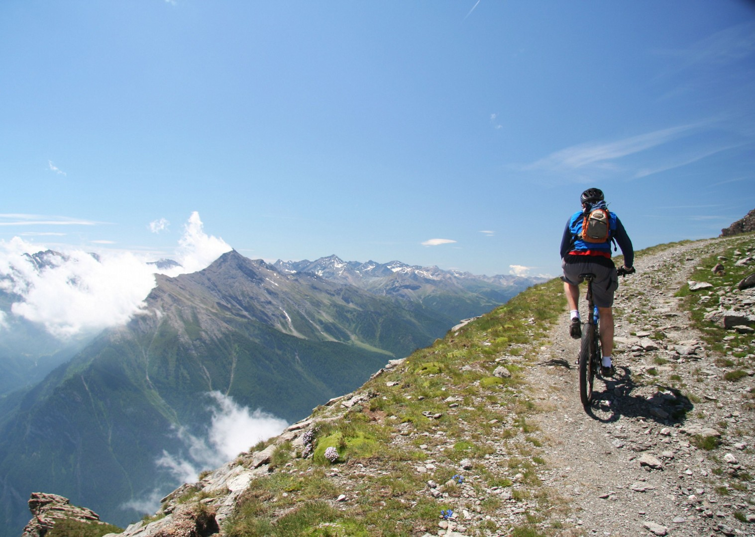 mountain-bike-holiday-in-italy-and-france-alpine-adventure.JPG - Italy and France - Alpine Adventure - Guided Mountain Bike Holiday - Italia Mountain Biking