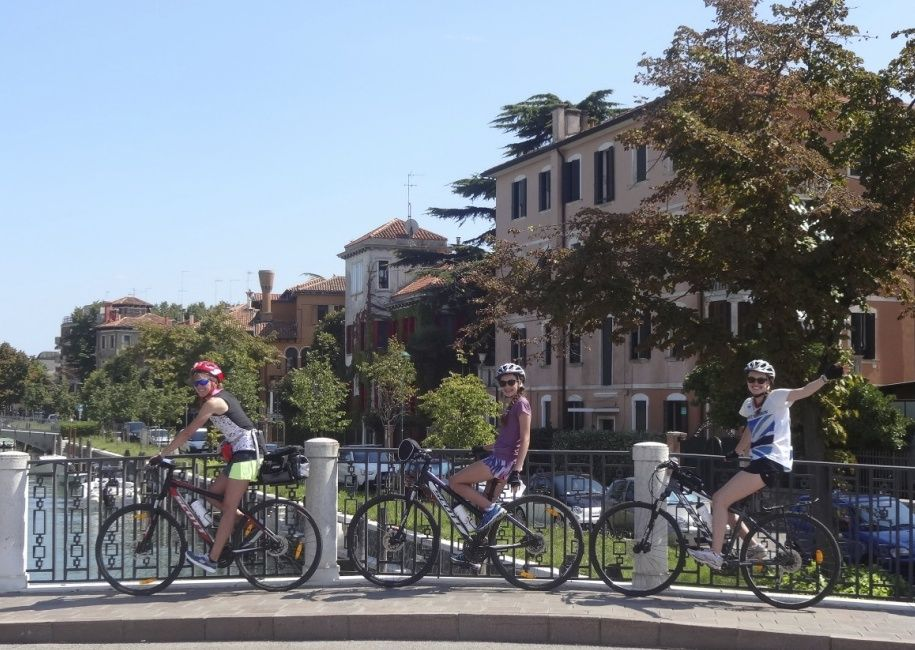 italyleisurecycling.jpg - Italy - Lake Garda to Venice - Guided Leisure Cycling Holiday - Italia Leisure and Family Cycling