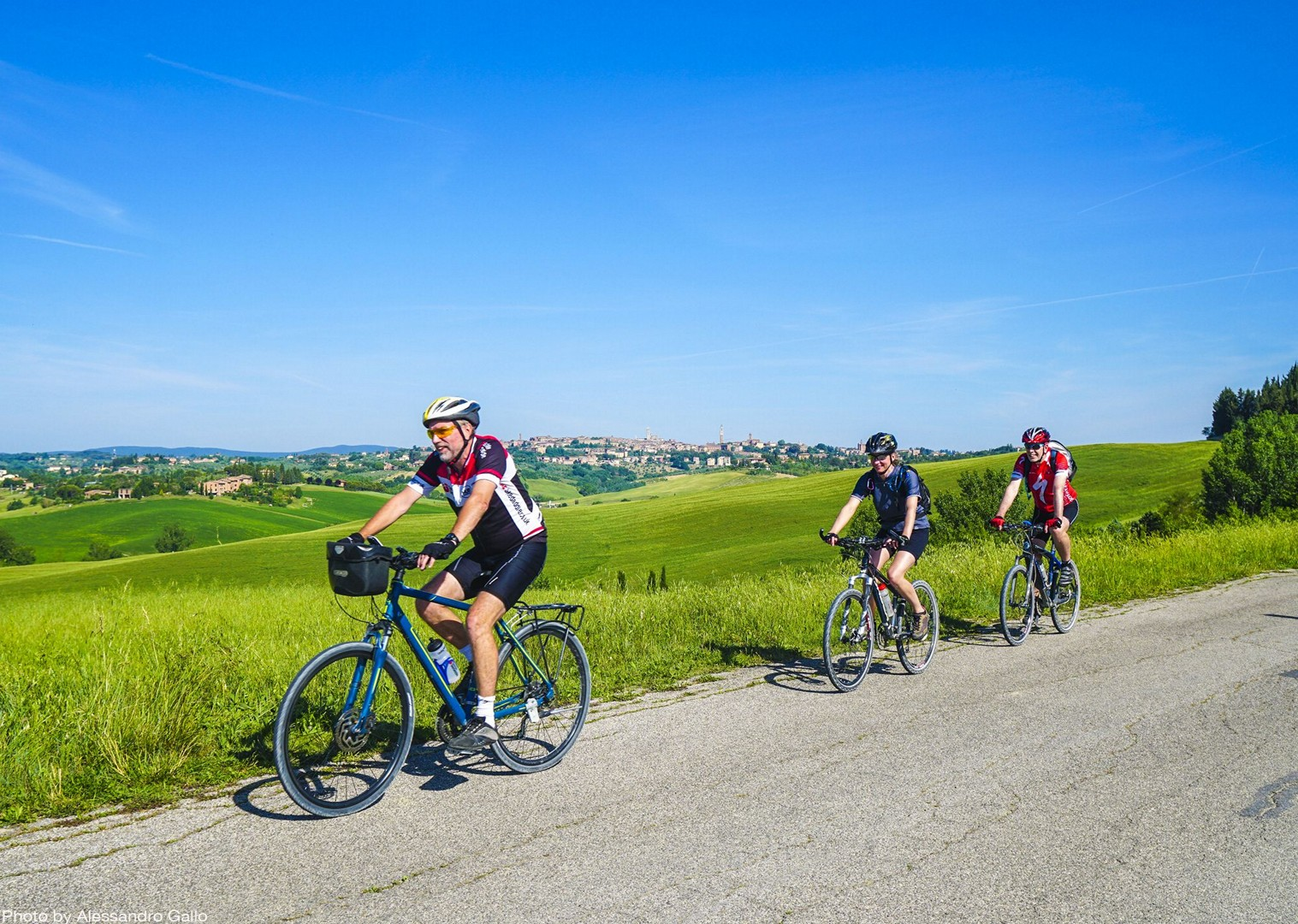 fun-group-cycling-tour-stunning-italian-hills.jpg - Italy - A Taste of Tuscany - Italia Leisure and Family Cycling