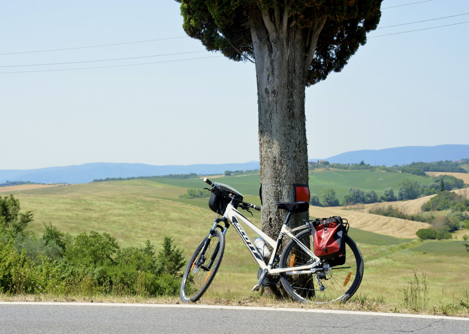 tuscany-bicycle-landscape.jpg - Italy - Classic Tuscany - Self-Guided Leisure Cycling Holiday - Italia Leisure and Family Cycling