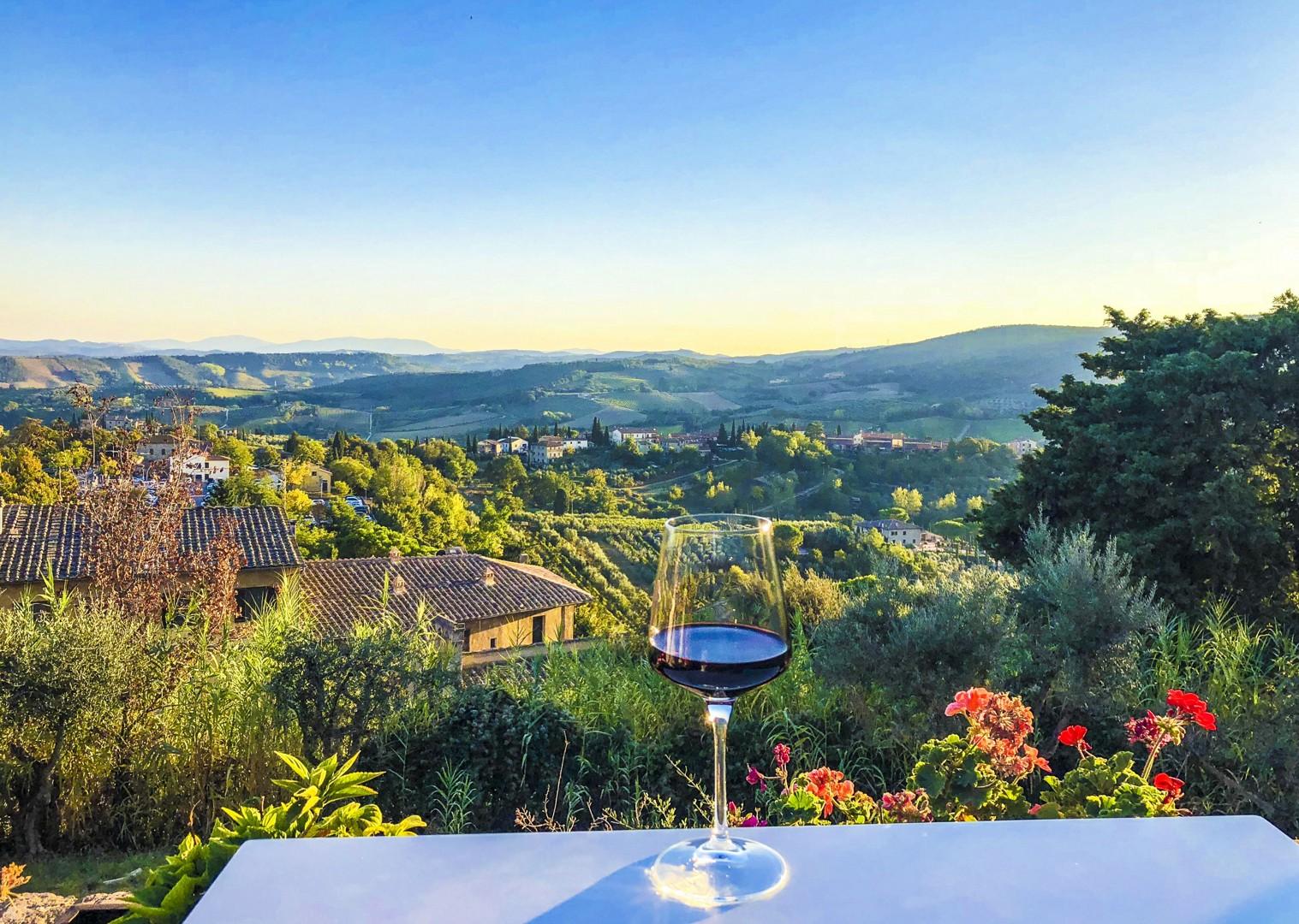fine-italian-wines-chianti-montepulciano-montalcino-stunning-scenery-cycling-holiday.jpg - Italy - Classic Tuscany - Self-Guided Leisure Cycling Holiday - Italia Leisure and Family Cycling