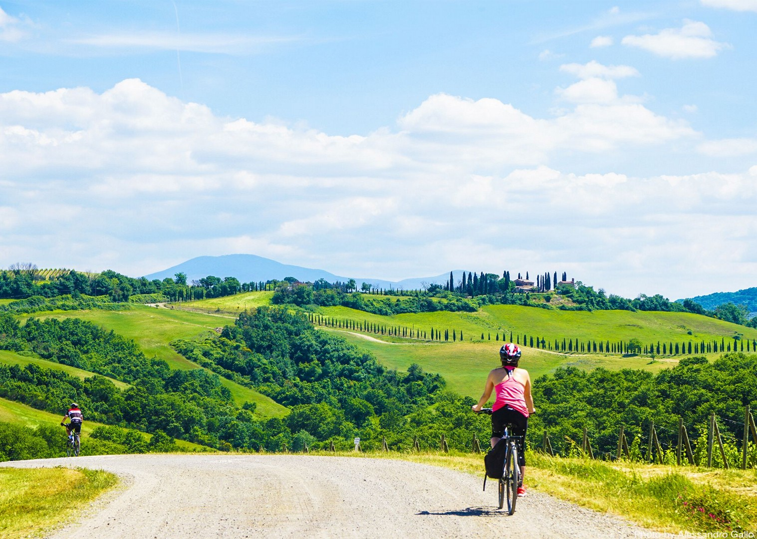rolling-hills-of-tuscany-countryside-by-bike.jpg - Italy - Classic Tuscany - Self-Guided Leisure Cycling Holiday - Italia Leisure and Family Cycling