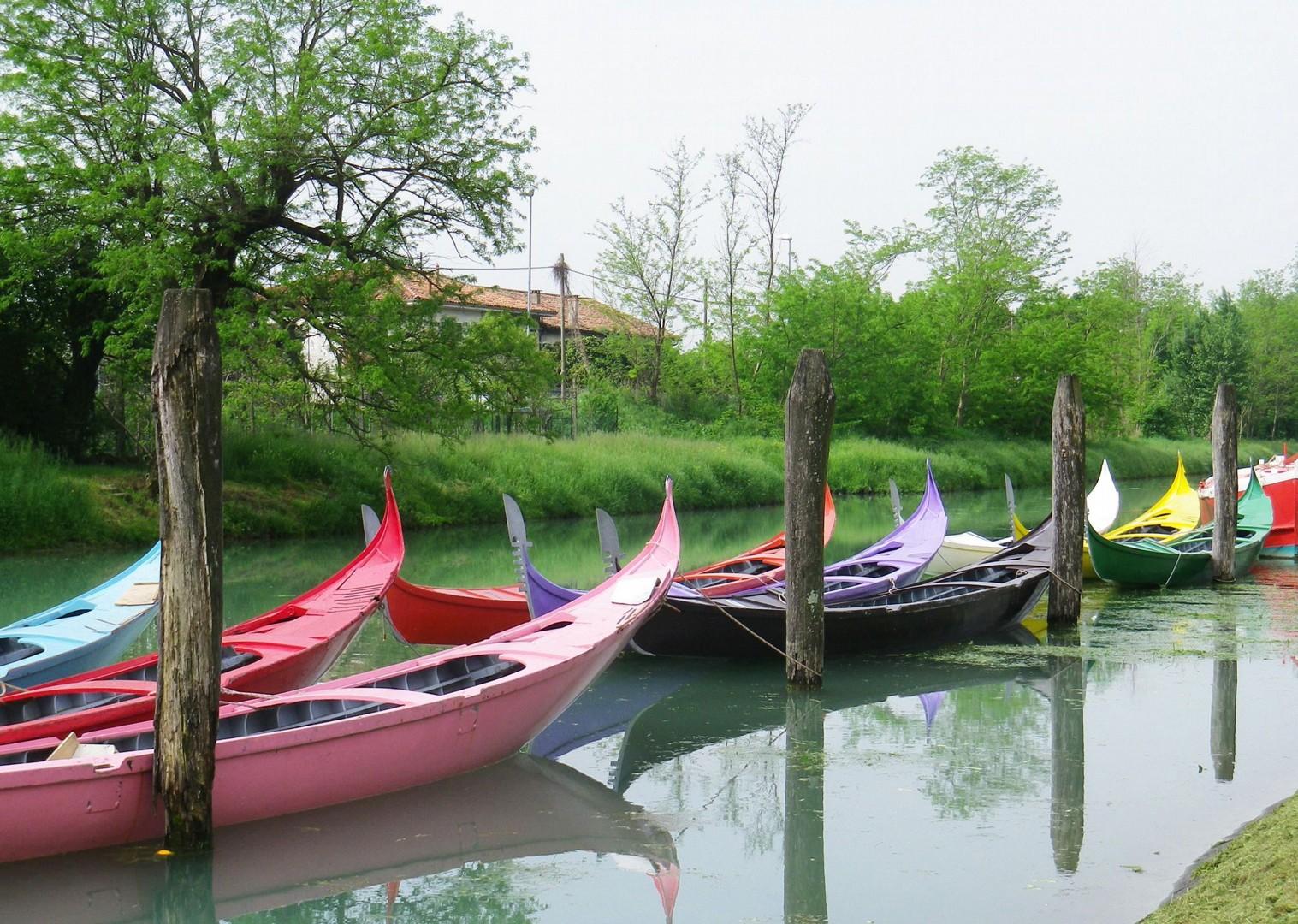 Family-Cycling-Holiday-Lake-Garda-Venice-Italy-gondola-Venice-canal.jpg - Italy - Lake Garda to Venice - Self-Guided Family Cycling Holiday - Italia Leisure and Family Cycling