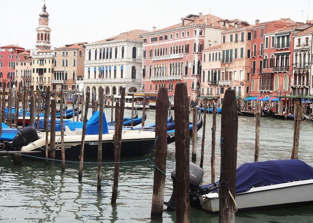 Family-Cycling-Holiday-Lake-Garda-Venice-Italy-gondola.jpg - Italy - Lake Garda to Venice - Self-Guided Family Cycling Holiday - Italia Leisure and Family Cycling