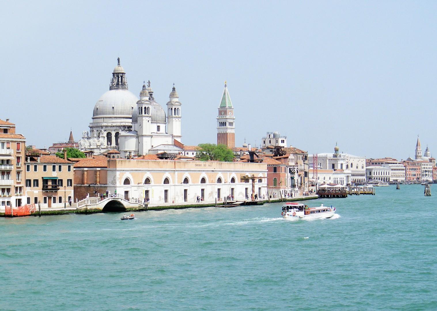 Family-Cycling-Holiday-Lake-Garda-Venice-Italy-Pallestrina-Island.jpg - Italy - Lake Garda to Venice - Self-Guided Family Cycling Holiday - Italia Leisure and Family Cycling
