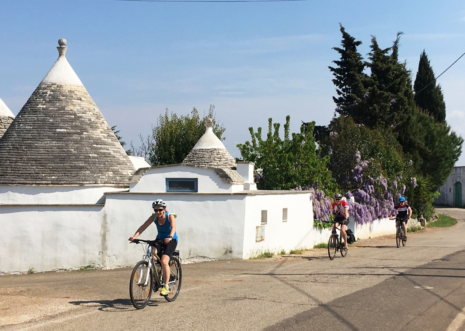 cycling-holiday-in-italy-puglia-Trulli-houses.jpg - Italy - Puglia - Guided Leisure Cycling Holiday - Italia Leisure and Family Cycling