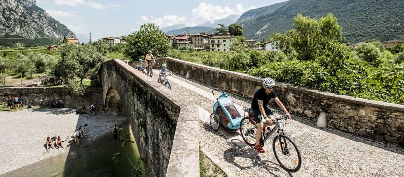 A cycling holiday in Italy designed for families who are looking for a week of gentle cycling and fun activities for the children. You'll have time to enjoy the fantastic lake side location, the hotel swimming pools and of course, delicious Italian food & icecream!