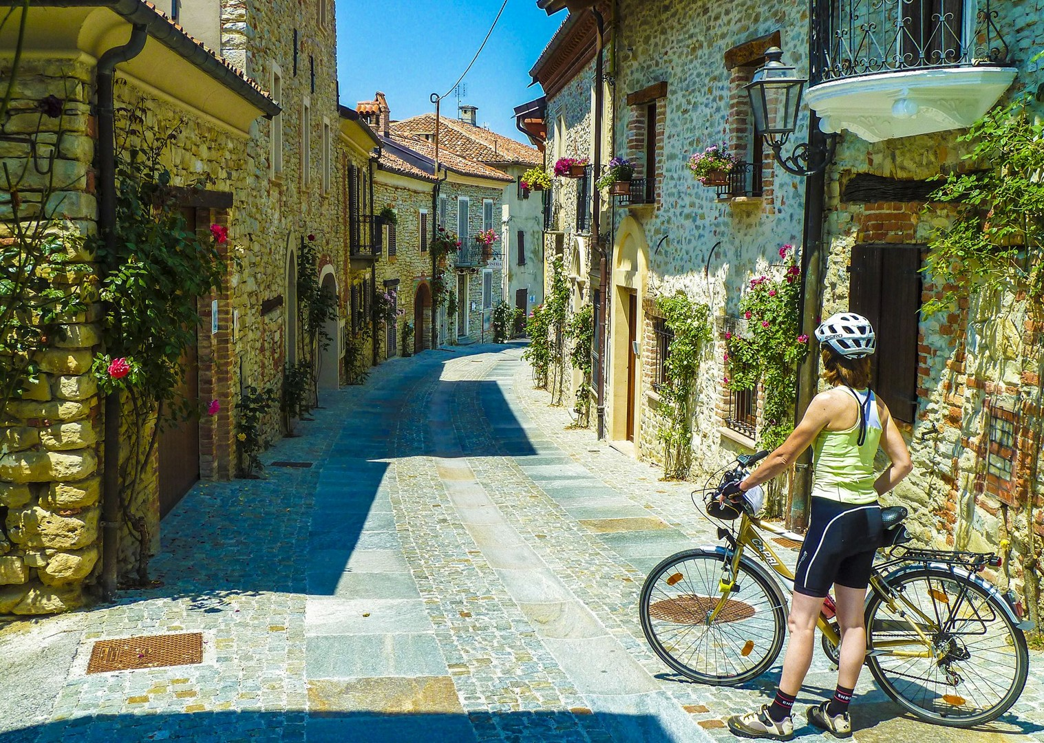 explore-culture-traditional-italy-piemonte-cycling-holiday-self-guided.jpg - Italy - Piemonte - Vineyards and Views - Self-Guided Leisure Cycling Holiday - Italia Leisure and Family Cycling