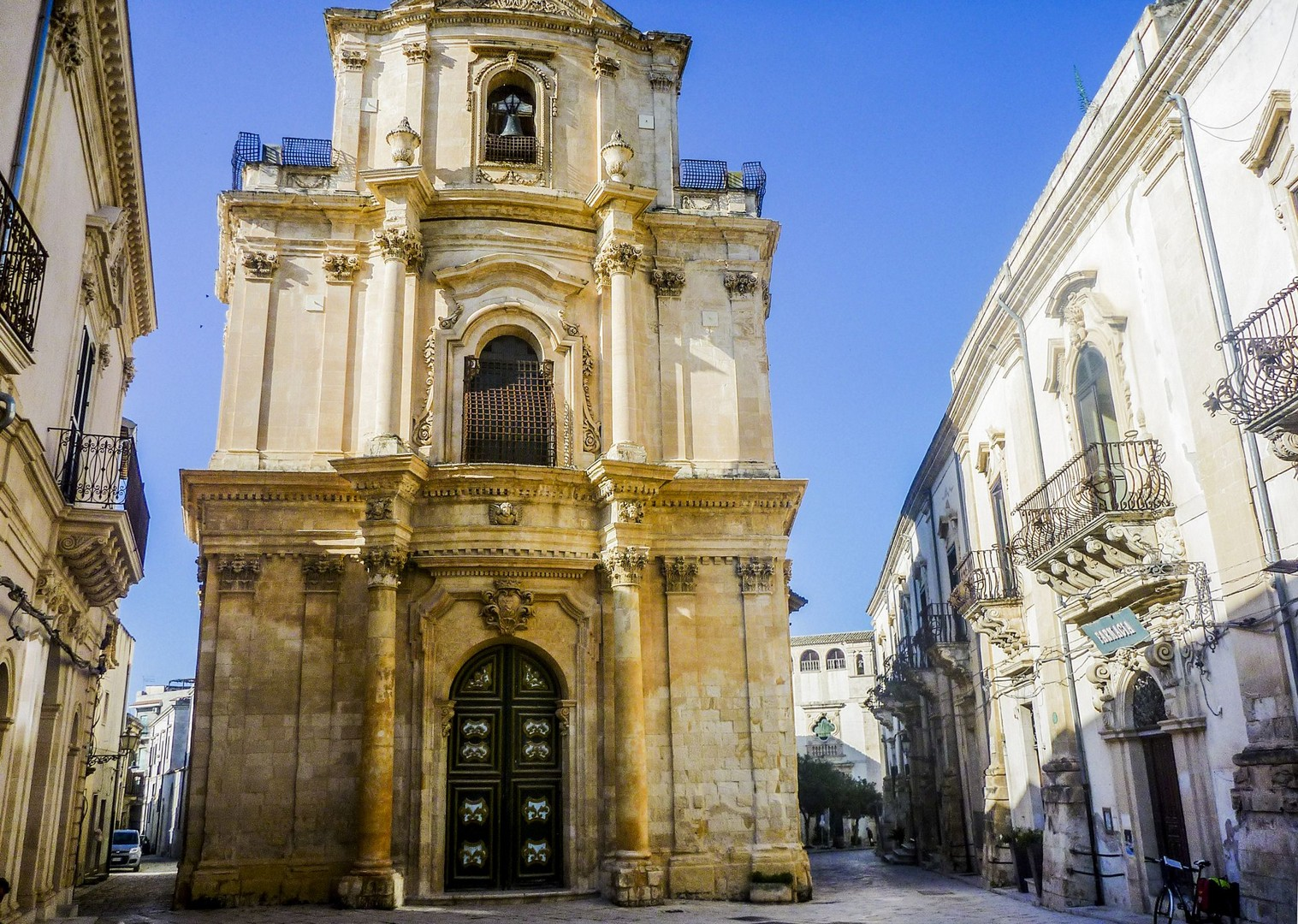 traditional-baroque-towns-modica-ragusa-noto-sicily-cycling.jpg - Italy - Sicily - Self-Guided Leisure Cycling Holiday - Italia Leisure and Family Cycling