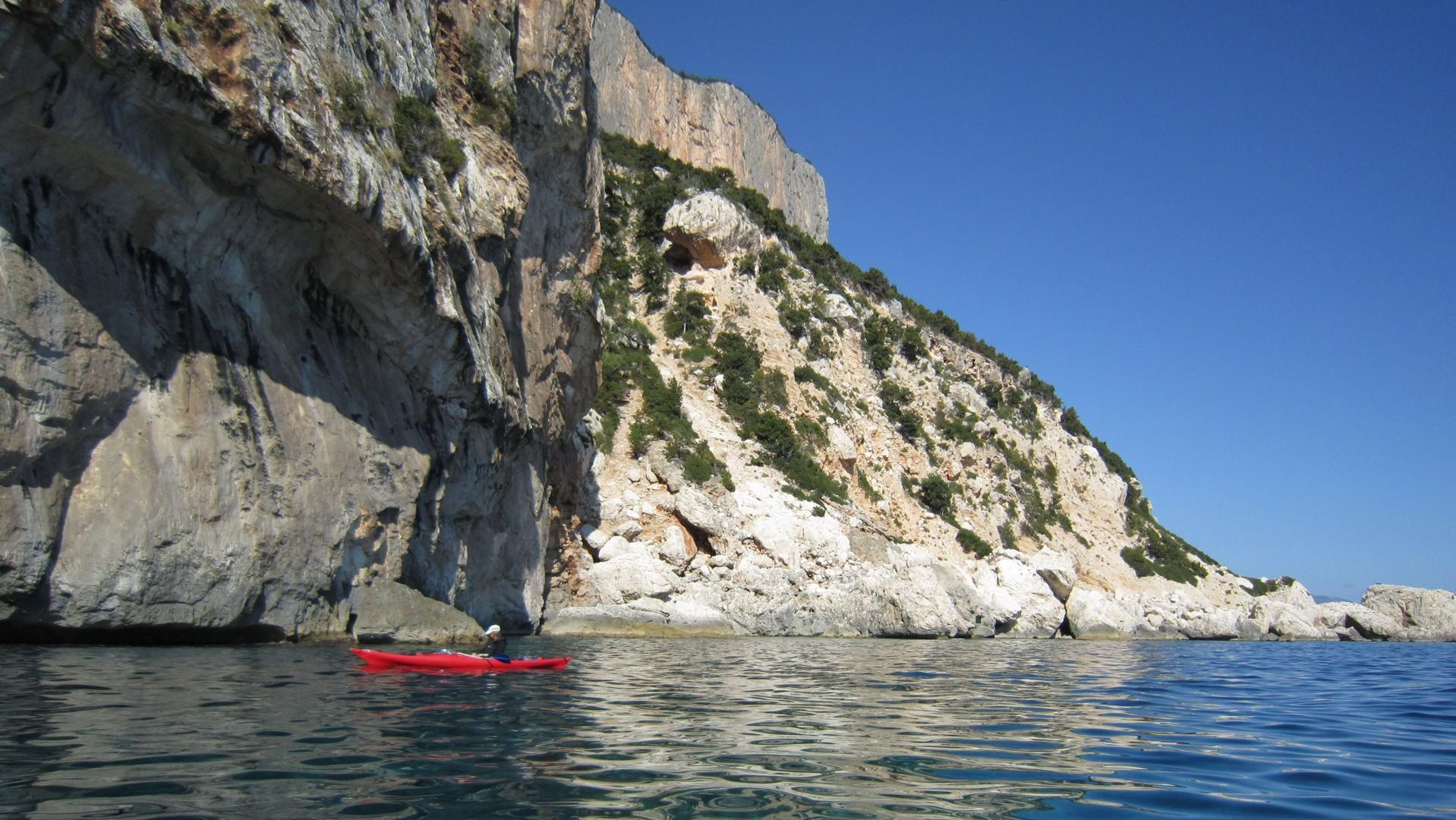 Kayak 2010 091.jpg - Sardinia - Wilderness Blue Sea Kayaking - Kayaking
