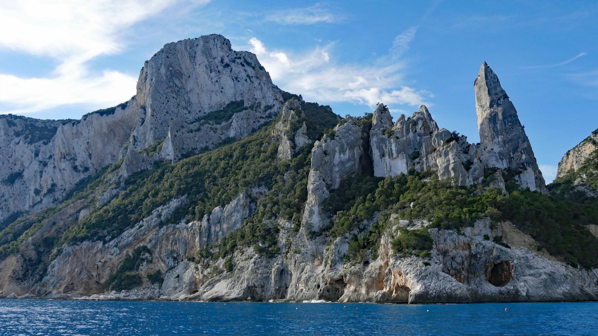 Cala Gonone - morning light on the sea cliffs4.jpg - Sardinia - Wilderness Blue Sea Kayaking - Kayaking