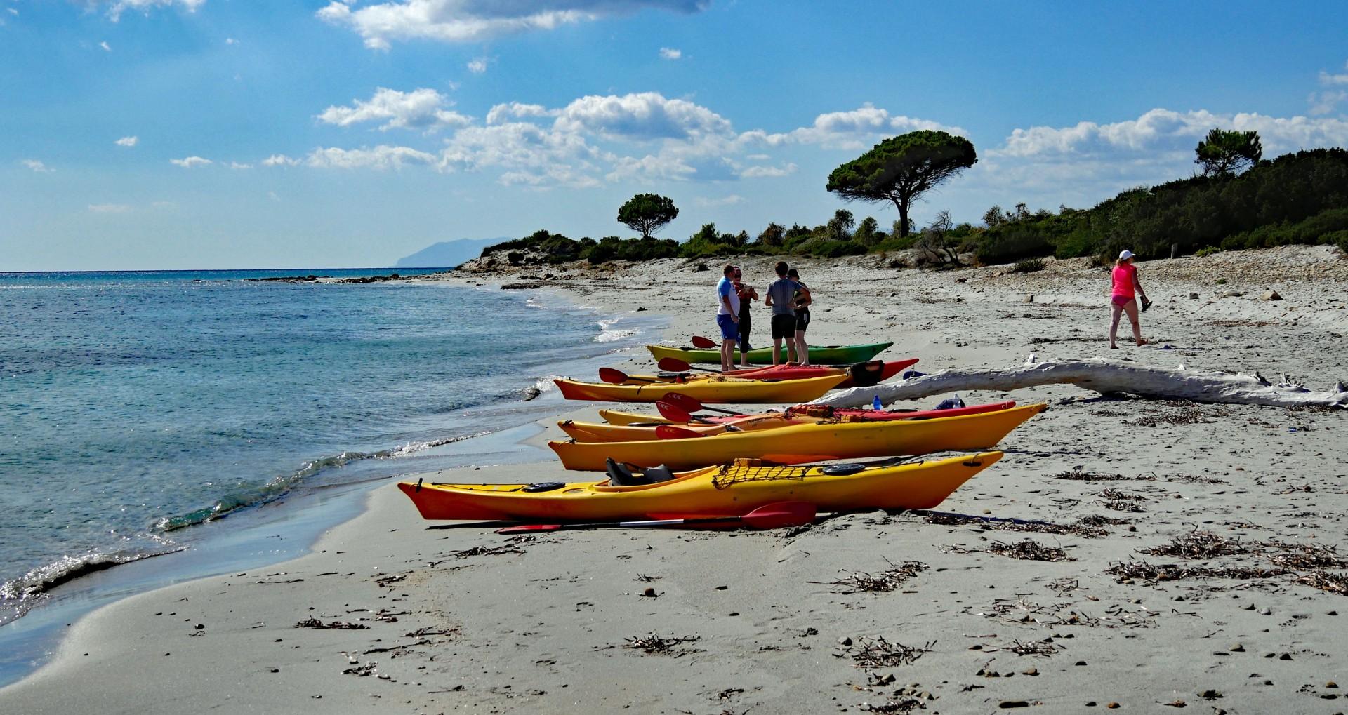 Spiaggia di Berchida - kayakers taking a rest.jpg - Sardinia - Wilderness Blue Sea Kayaking - Kayaking