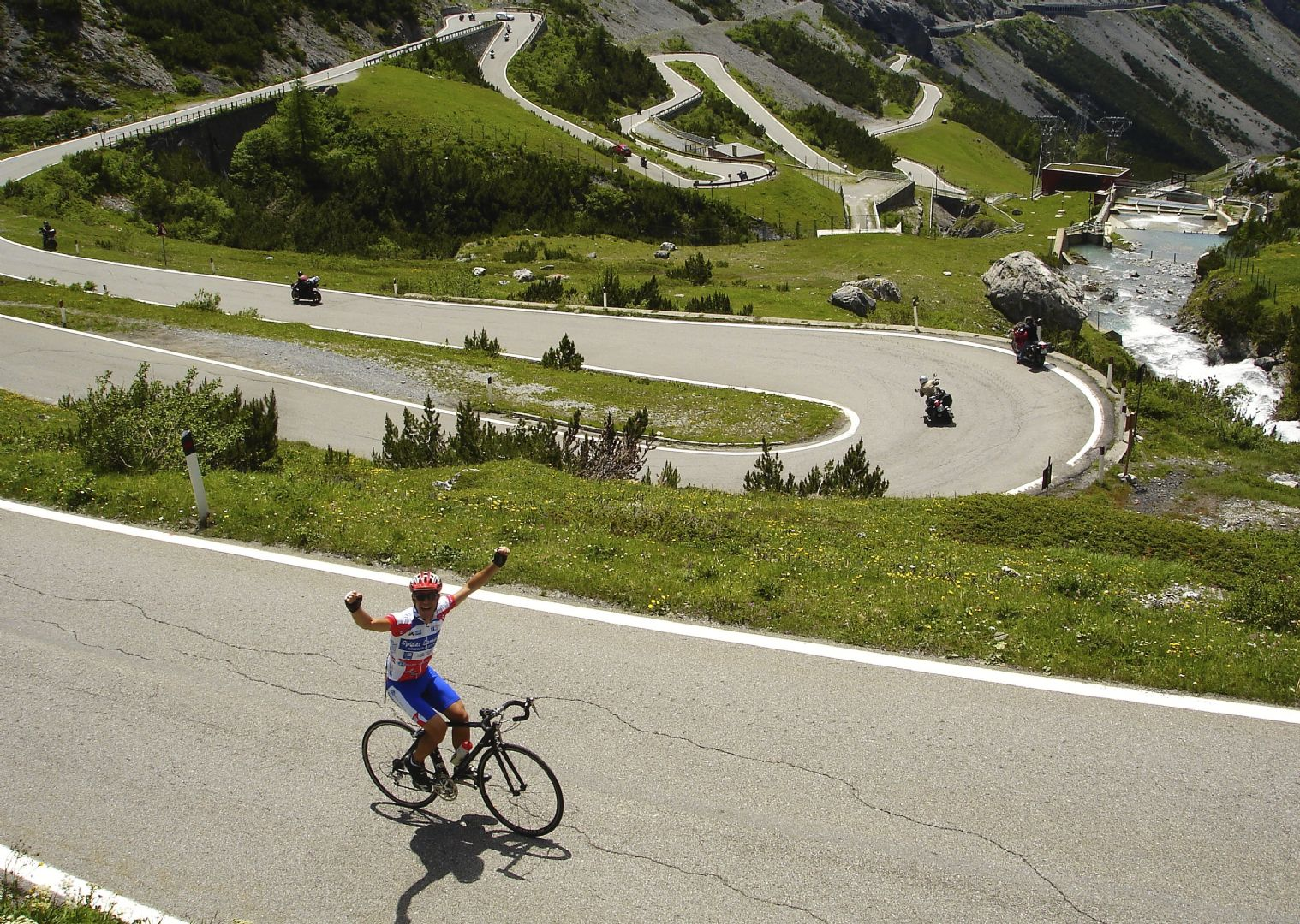 tornanti verso lo Stelvio.jpg - Italy - Dolomites and Alps - Italia Road Cycling