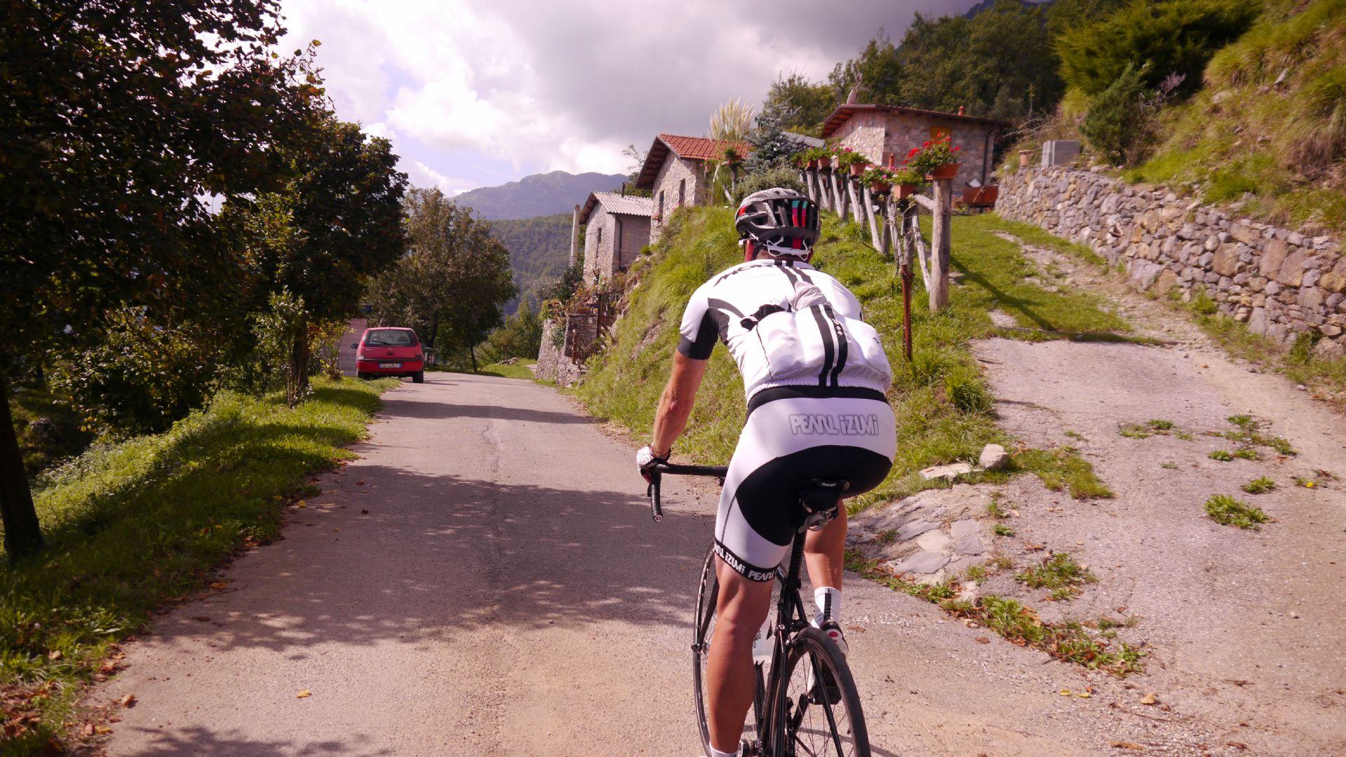 Jo and the mountain road.jpg - Italy - Garfagnana - The Mountains of Tuscany - Italia Road Cycling