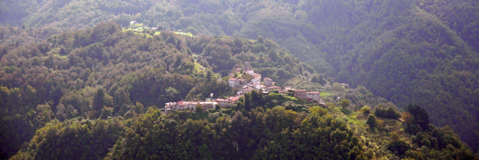 Mountain village.jpg - Italy - Garfagnana - The Mountains of Tuscany - Italia Road Cycling