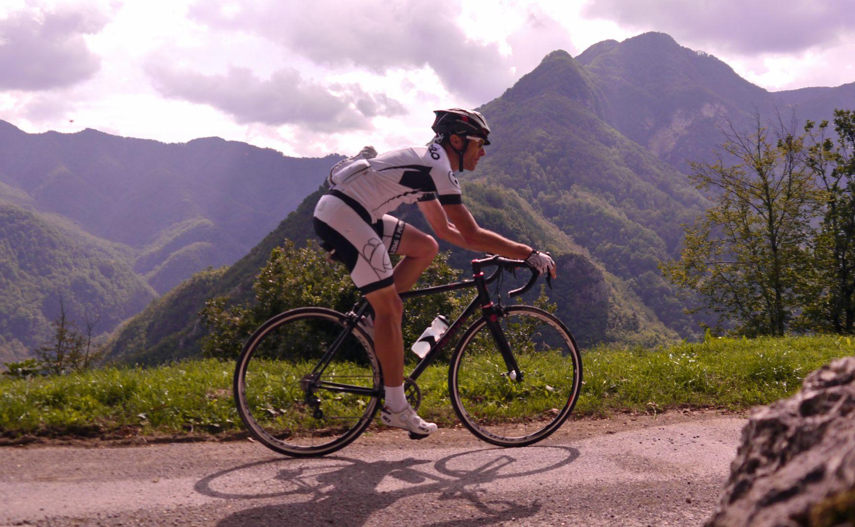 Mountains of Tuscany.jpg - Italy - Garfagnana - The Mountains of Tuscany - Italia Road Cycling