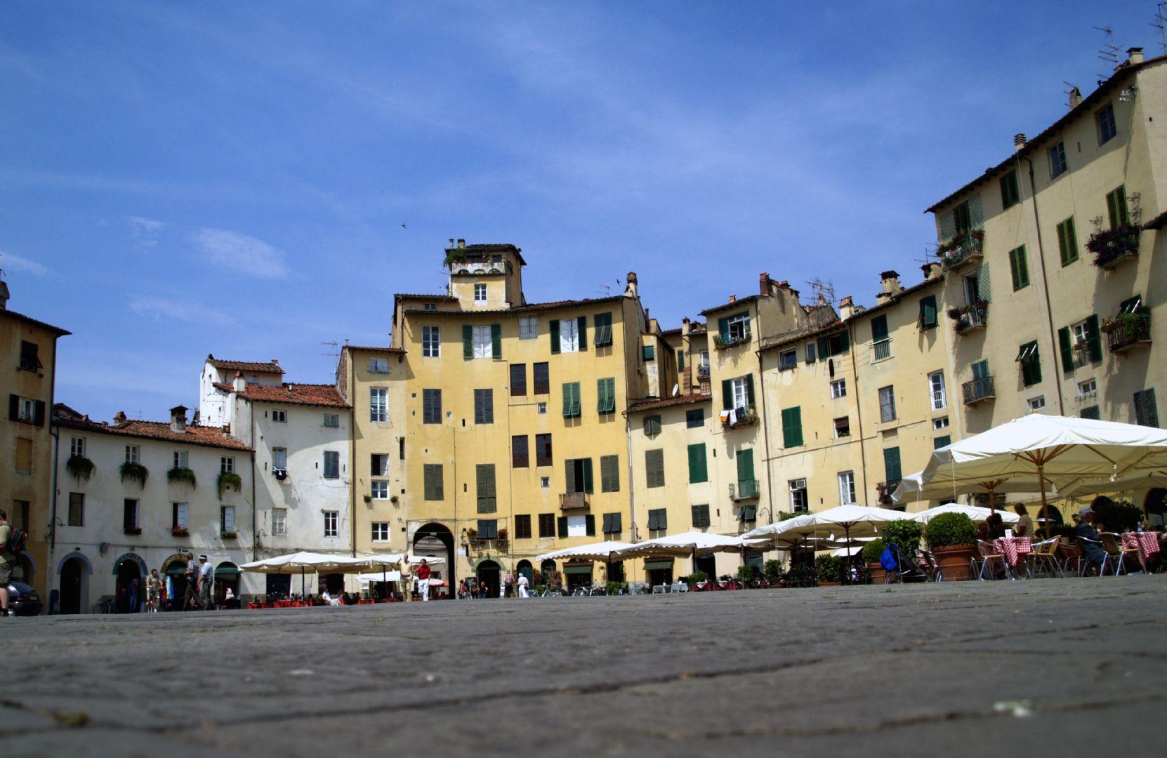 Piazza del'Anfitheatro.jpg - Italy - Garfagnana - The Mountains of Tuscany - Italia Road Cycling