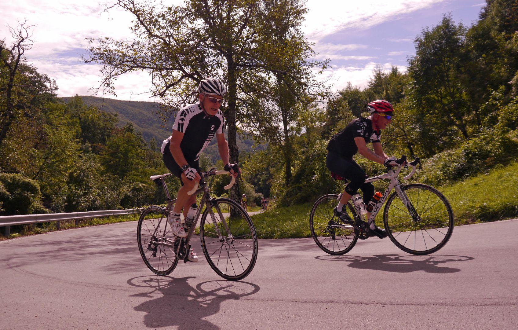 Climbing pair.jpg - Italy - Garfagnana - The Mountains of Tuscany - Italia Road Cycling