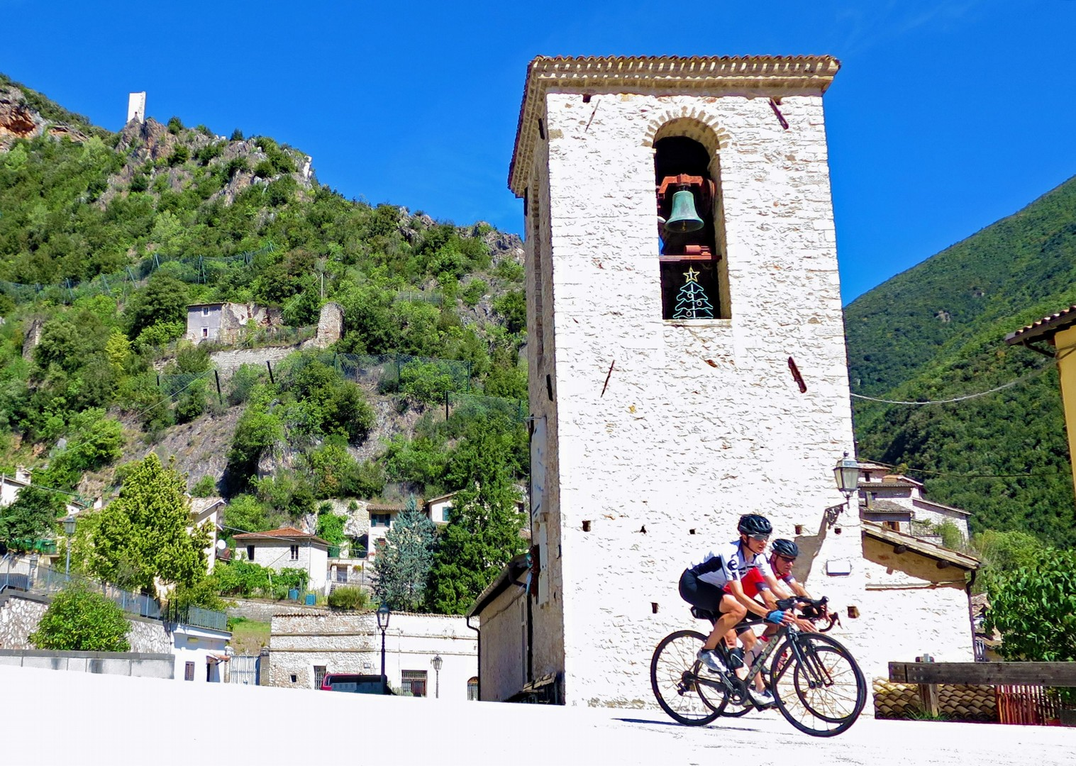 grand-traverse-guided-road-cycling-adventure.jpg - Italy - Grand Traverse - North to South (17 days) - Guided Road Cycling Holiday - Italia Road Cycling