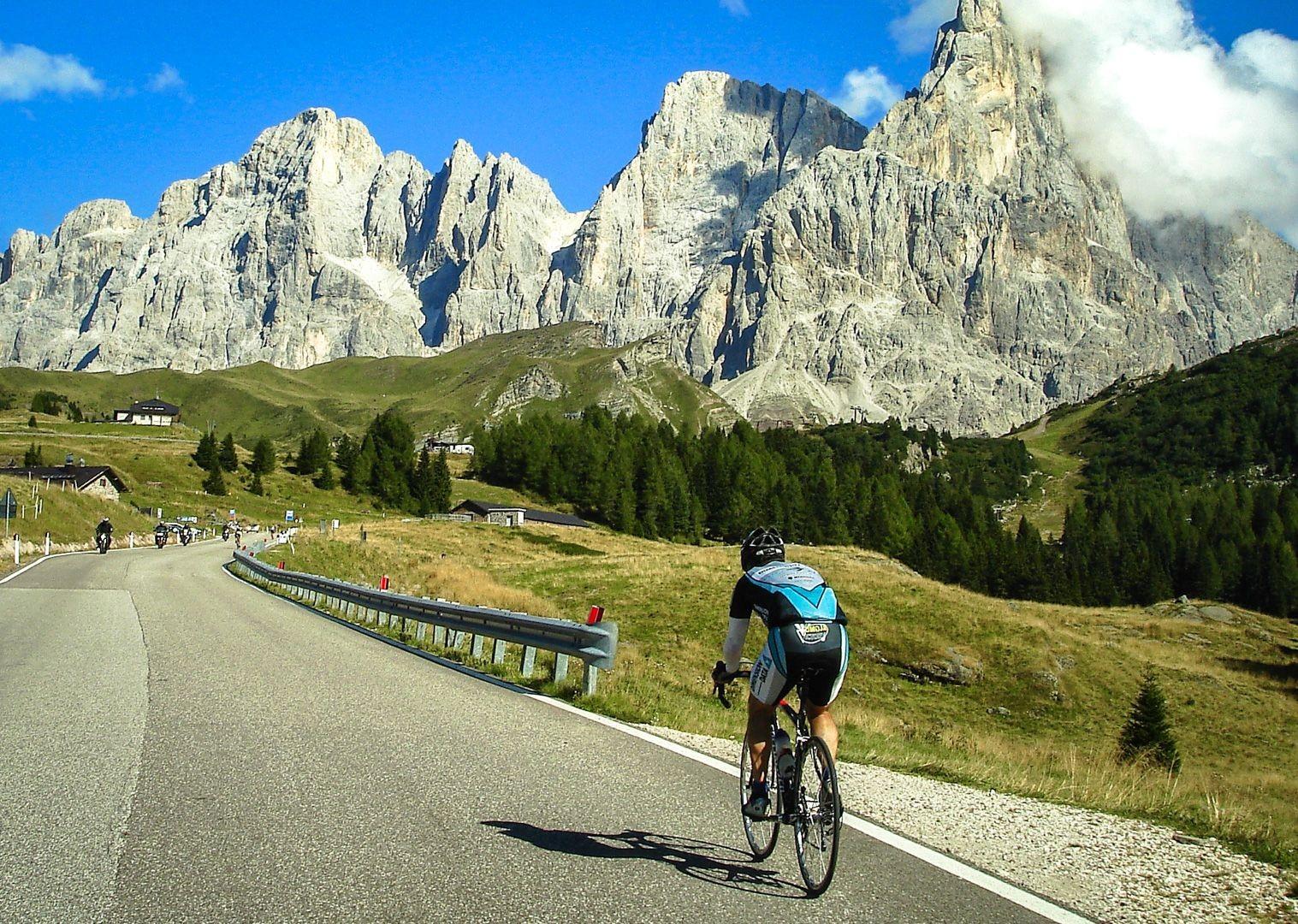 raid-dolomiti-saddle-skedaddle-mountain-passes.jpg - Italy - Raid Dolomiti - Guided Road Cycling Holiday - Italia Road Cycling