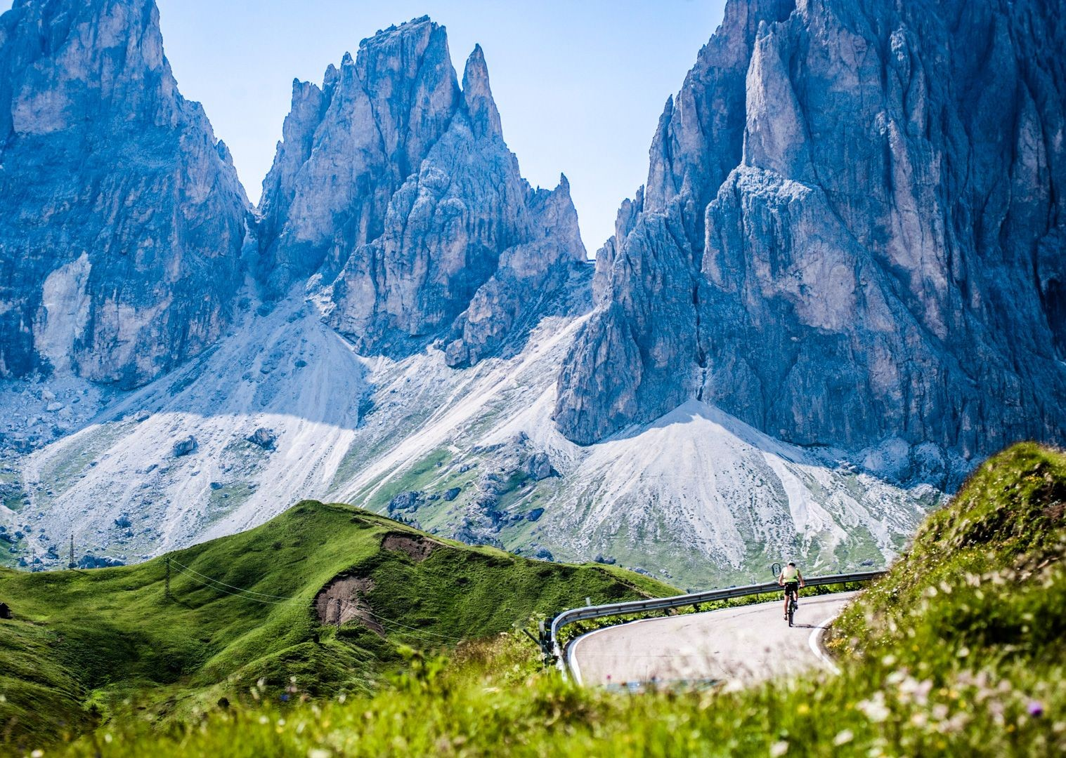 incredible-road-cycling-with-saddle-skedaddle-in-italy.jpg - Italy - Raid Dolomiti - Guided Road Cycling Holiday - Italia Road Cycling