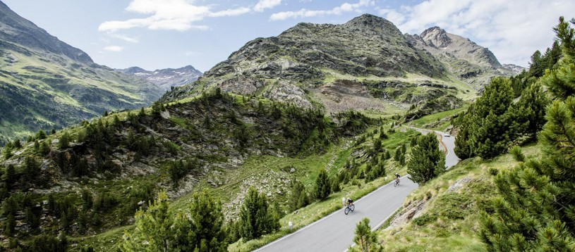 This is a great example of a challenging road cycling holiday in Italy that visits the Italian Alps. Huge castles, vineyards and dramatic mountain peaks mark the far north of Italy as a genuinely special road cycling destination. Iconic climbs such as the Stelvio and the Gavia await us!